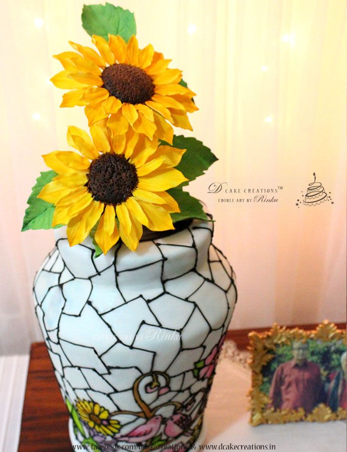 Flower Vase Cake With Sugar Sunflowers Edible Flowers Pinterest