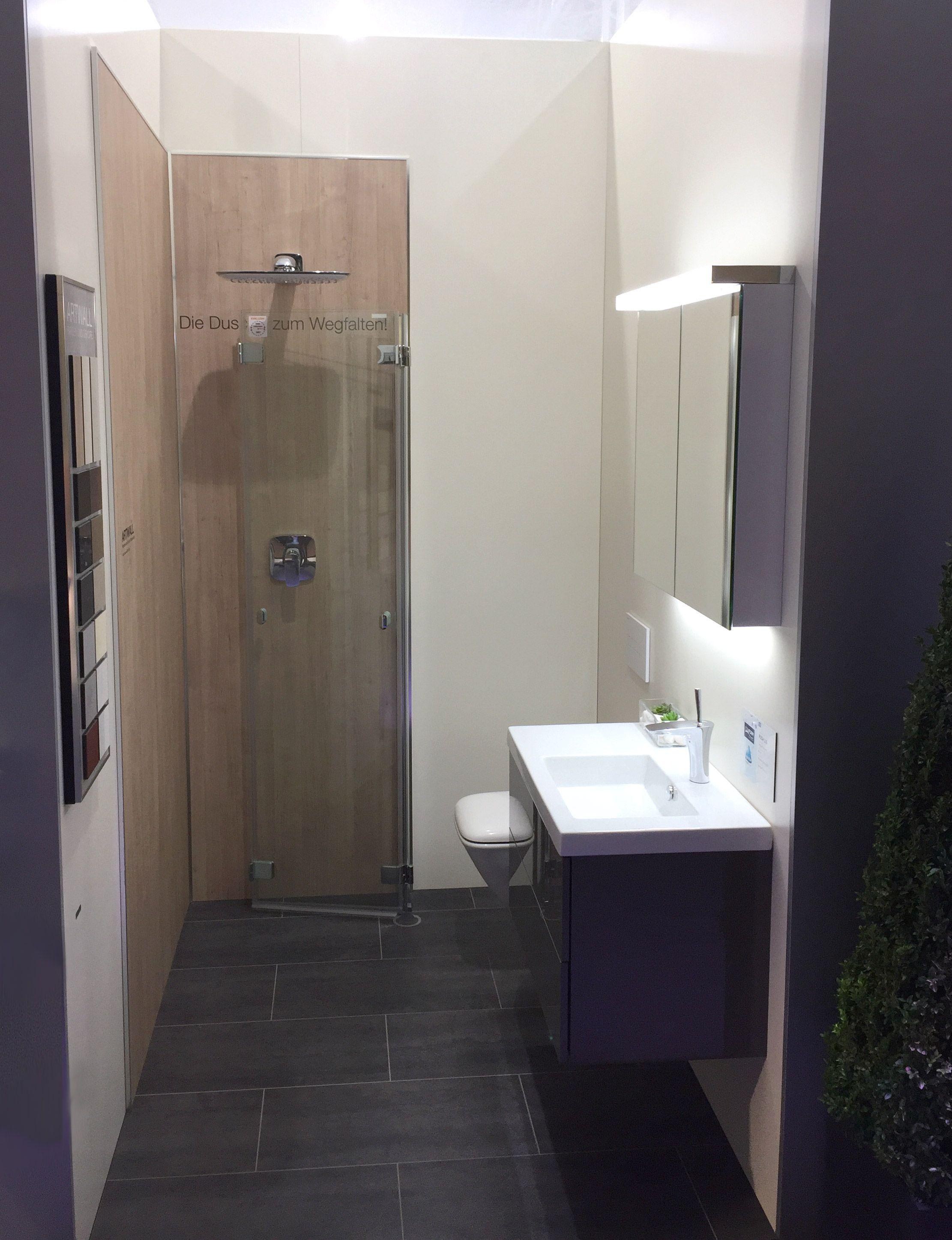 In Diesem Minibad Findet Waschbecken Wc Und Dusche Platz
