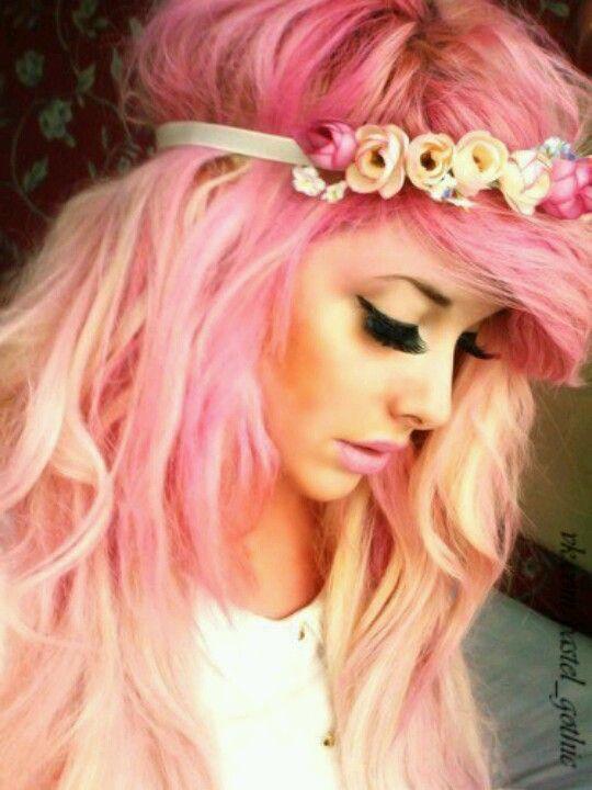 <3 pastel pink hair ima get my hair like this soon <3