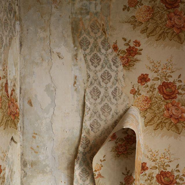 Peeling Walls Wallpaper Tiles Peeling Wallpaper Wallpaper