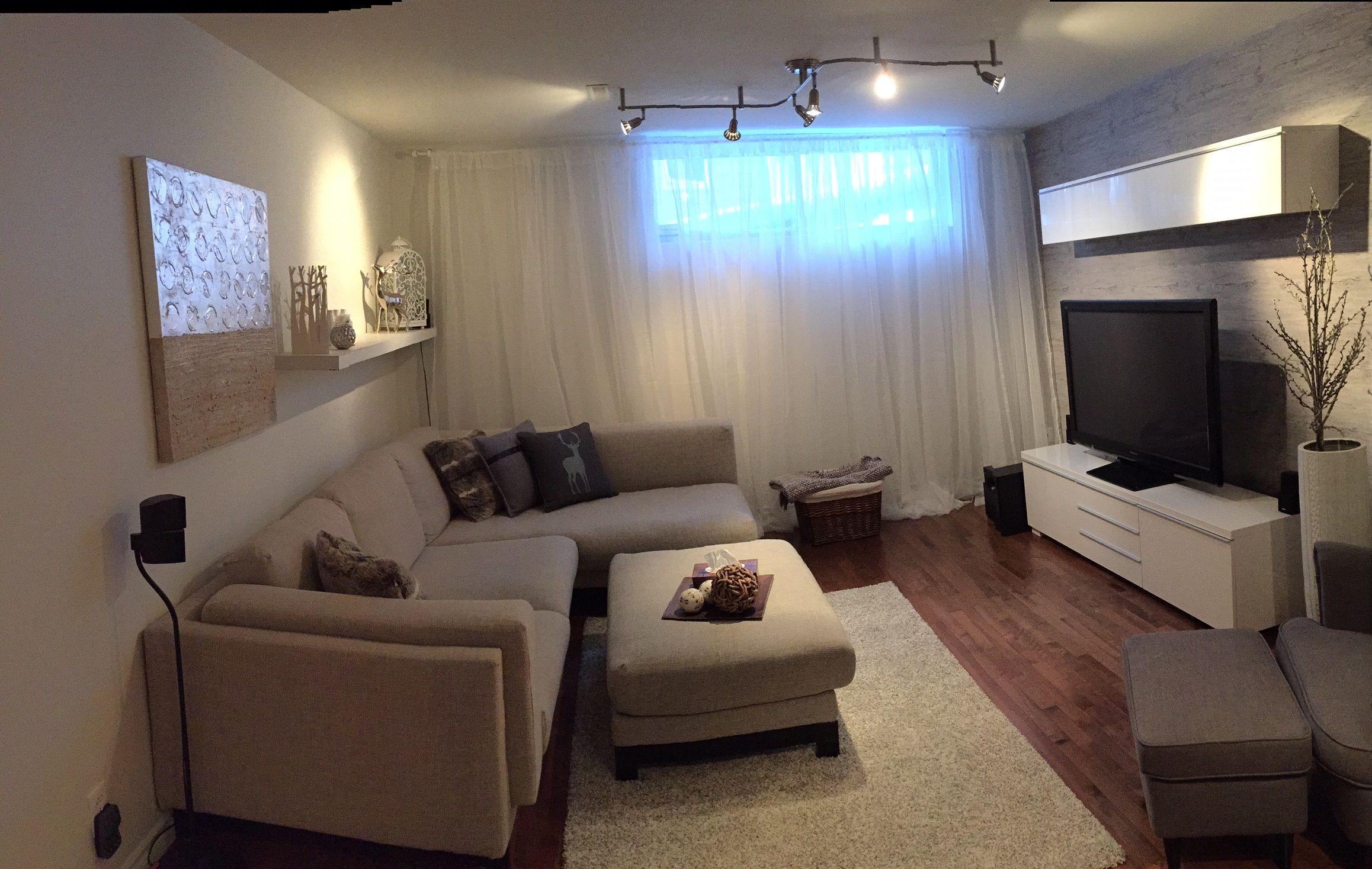 Salle familiale au sous-sol de style chalet chic  Appartement