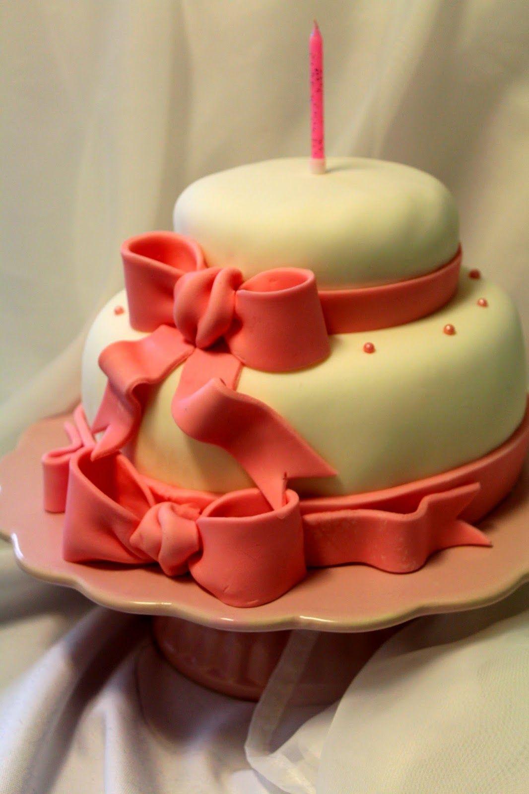 Kakkuviikarin vispailuja!: Pikkuneidin 1-vee kakku