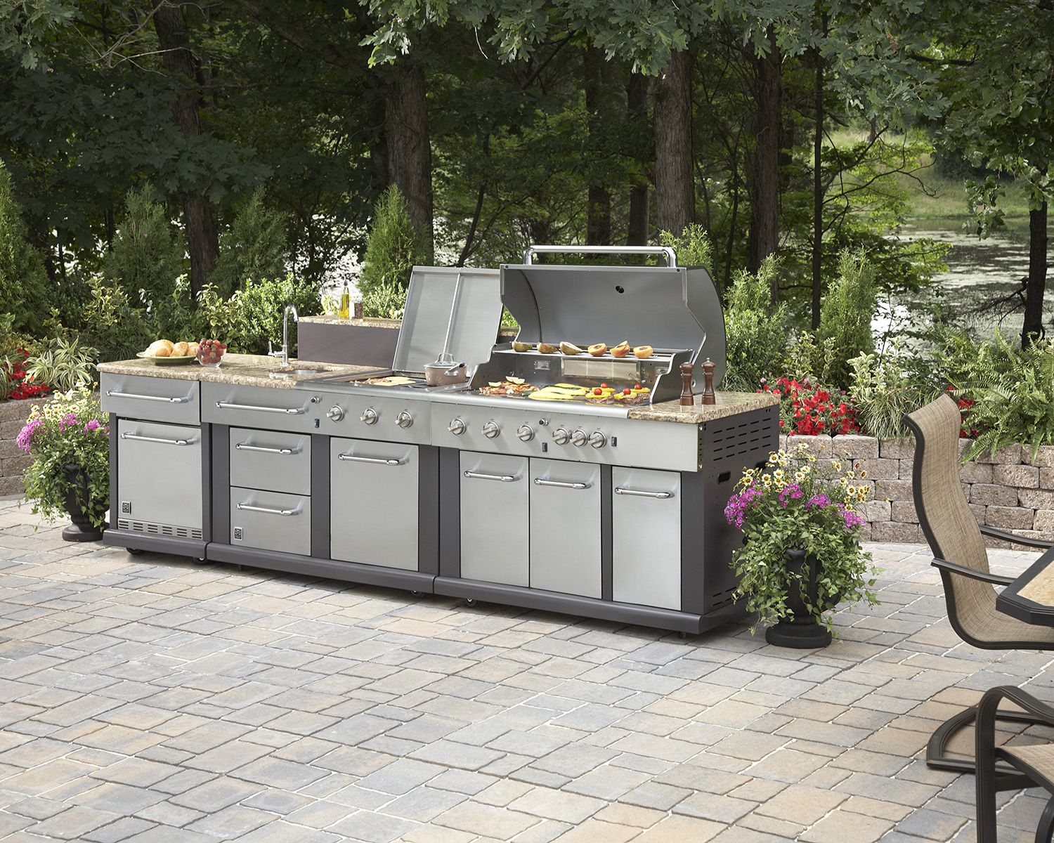 Take Outdoor Cooking To A Whole New Level With This Stunning Ensemble Modular Outdoor Kitchens Outdoor Kitchen Outdoor Kitchen Appliances