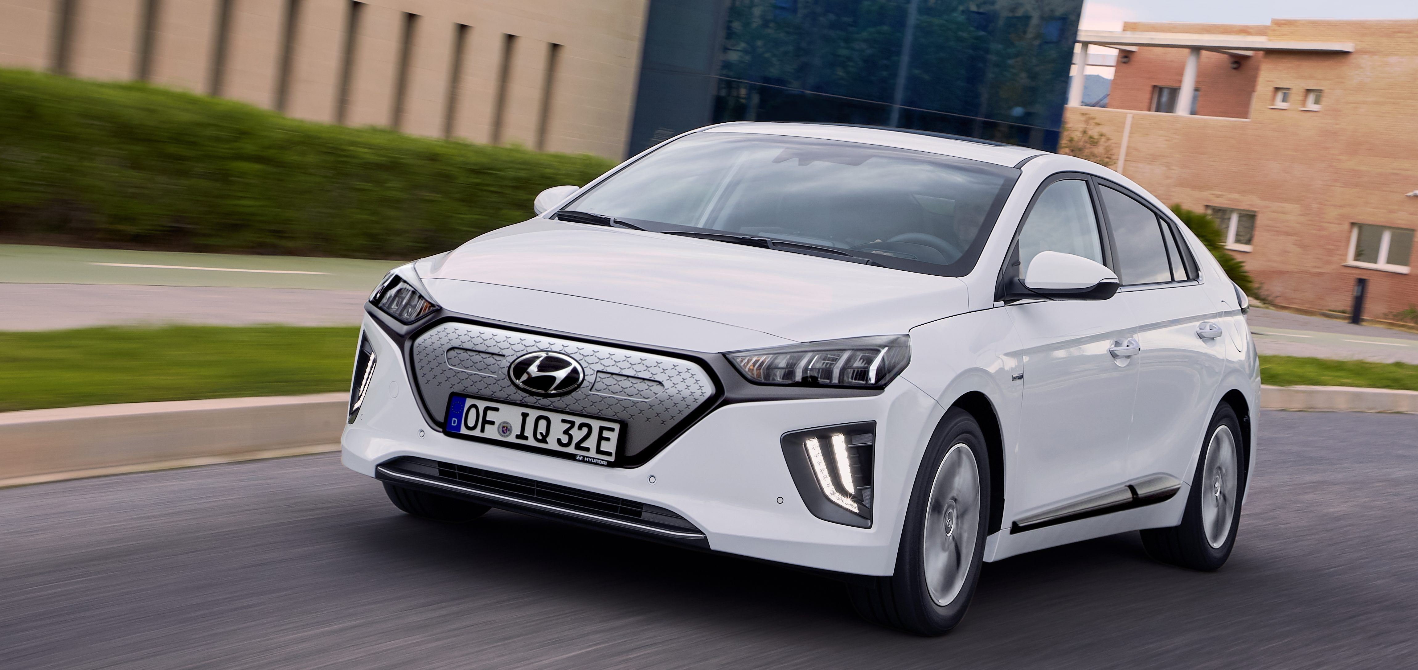 Hyundai Ioniq Electric 2020 S New Range Comes With Higher Price Tag 33 000 Electric Cars Big Battery Nissan Leaf