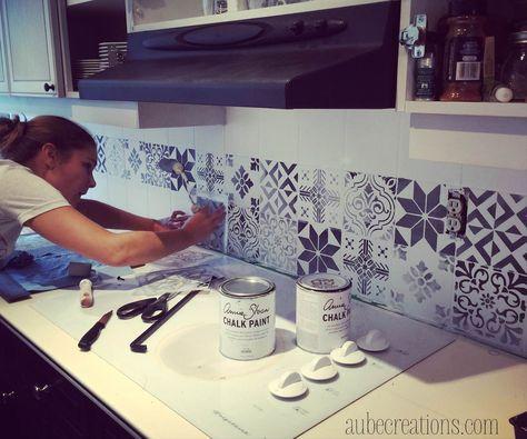 Repeindre des carreaux avec de la Chalk Paint et des pochoirs - peinture pour carrelage mural