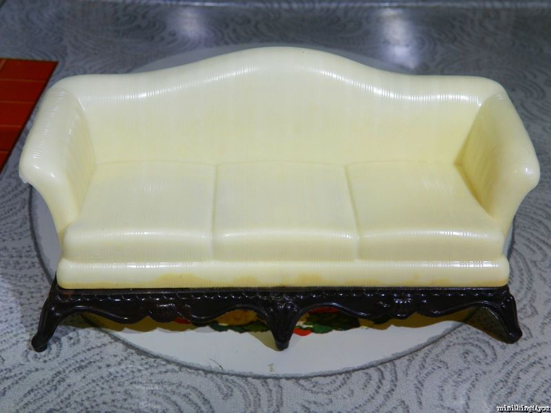Renwal IVORY SOFA COUCH Vintage Dollhouse Furniture Ideal Marx Plastic Tin 1 /16