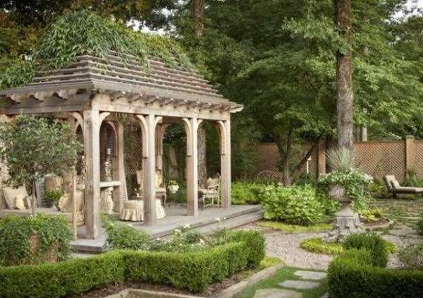 refined-french-backyard-garden-decor-ideas-11 - Gardenoholic