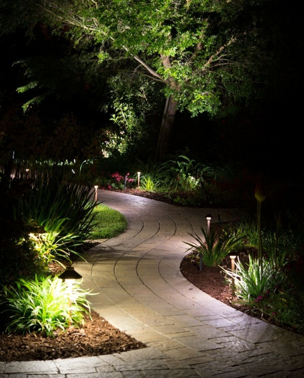 38 Cool Outdoor Lighting Ideas For Landscape #landscapelightingdesign