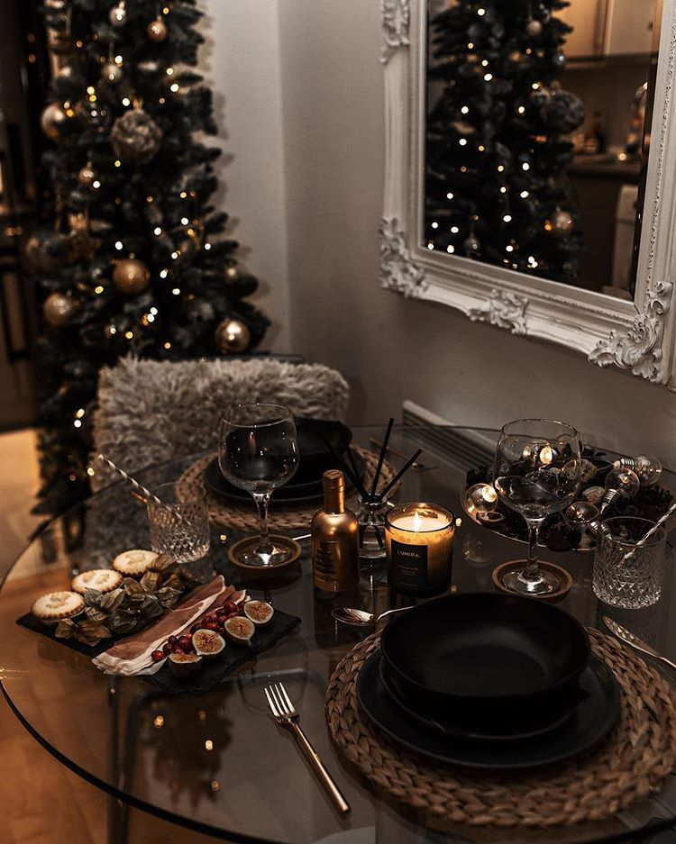 Pin By Madame Chouchou On Table Decoration Ideas Holiday Decor Decor Home Living Room Christmas Aesthetic