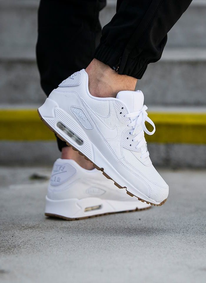 how to clean nike air max trainers women's