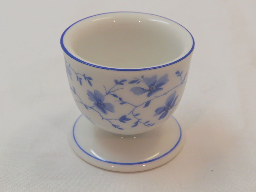 4 blue flowered egg cups Bayern Breakfast Service Egg Cups Germany Arzberg