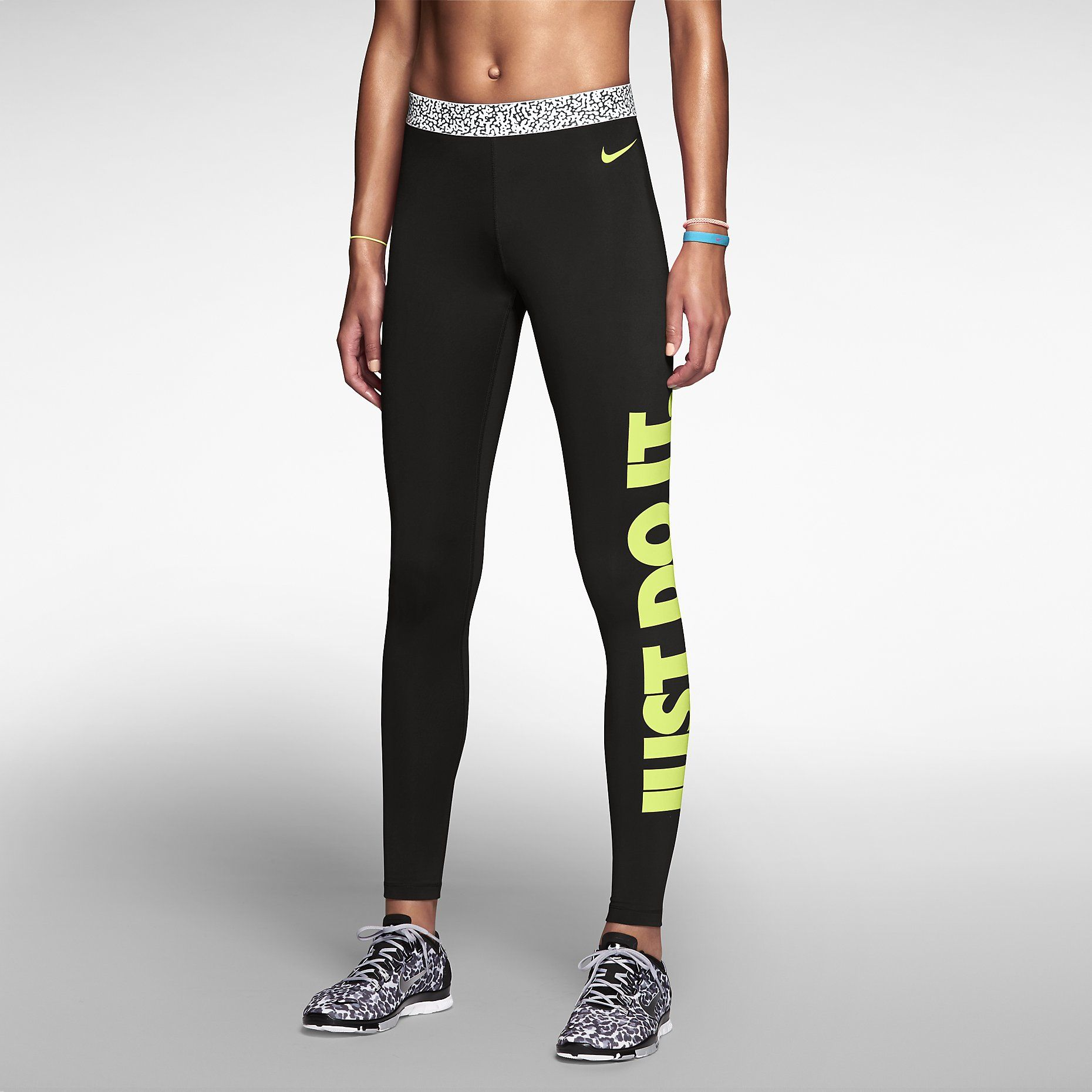 Nike Pro Hyperwarm Mezzo Waistband Compression Women's Tights. Nike Store