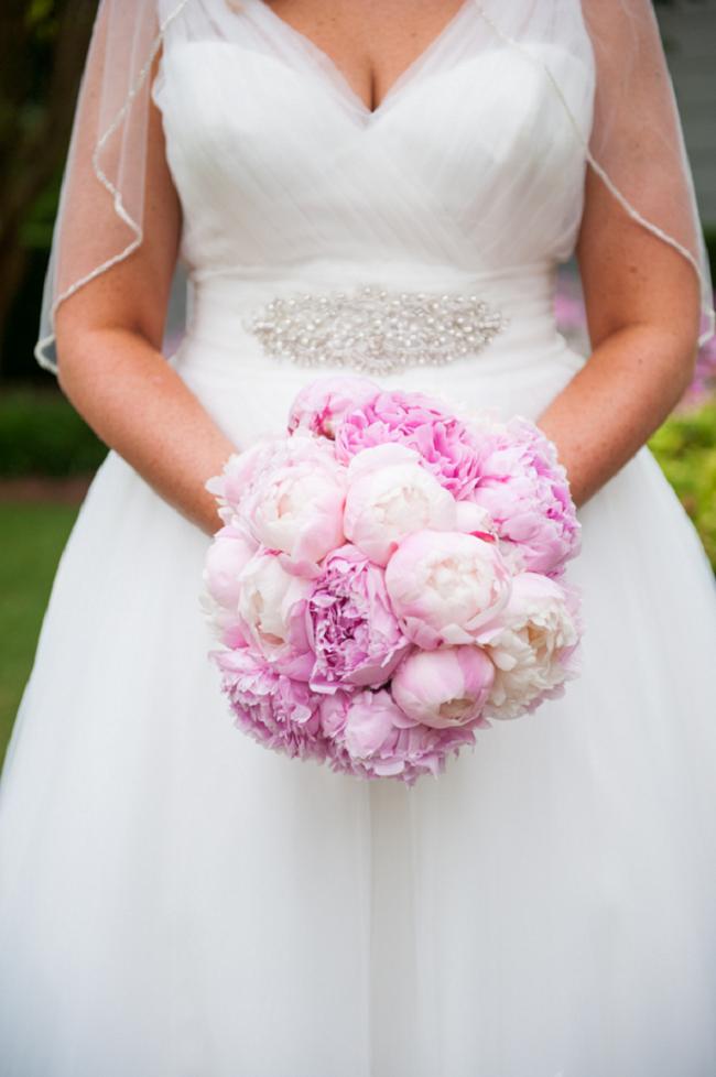Сколько стоит свадебный букет невесты из пионов, доставкой