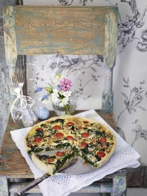 Spinach and cheese quiche with cherry tomatoes  - Rezepte: Tarte & Quiche - herzhaft & süß -