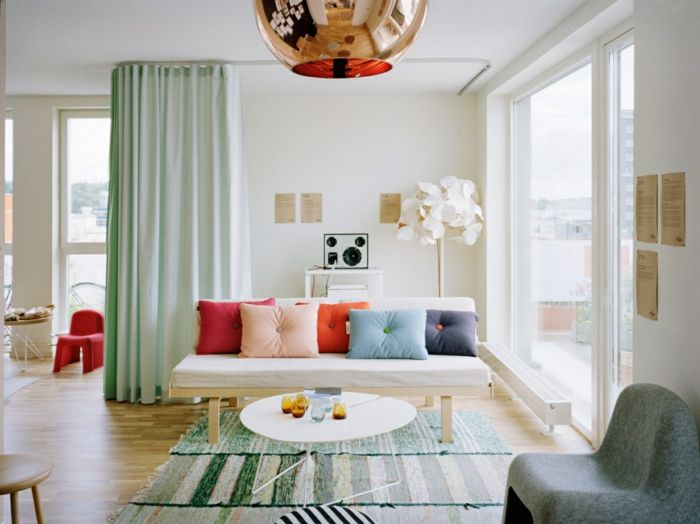 Wohnraumgestaltung Wohnzimmer Teppichläufer Dekokissen Sofa Runder - Wohnraumgestaltung wohnzimmer