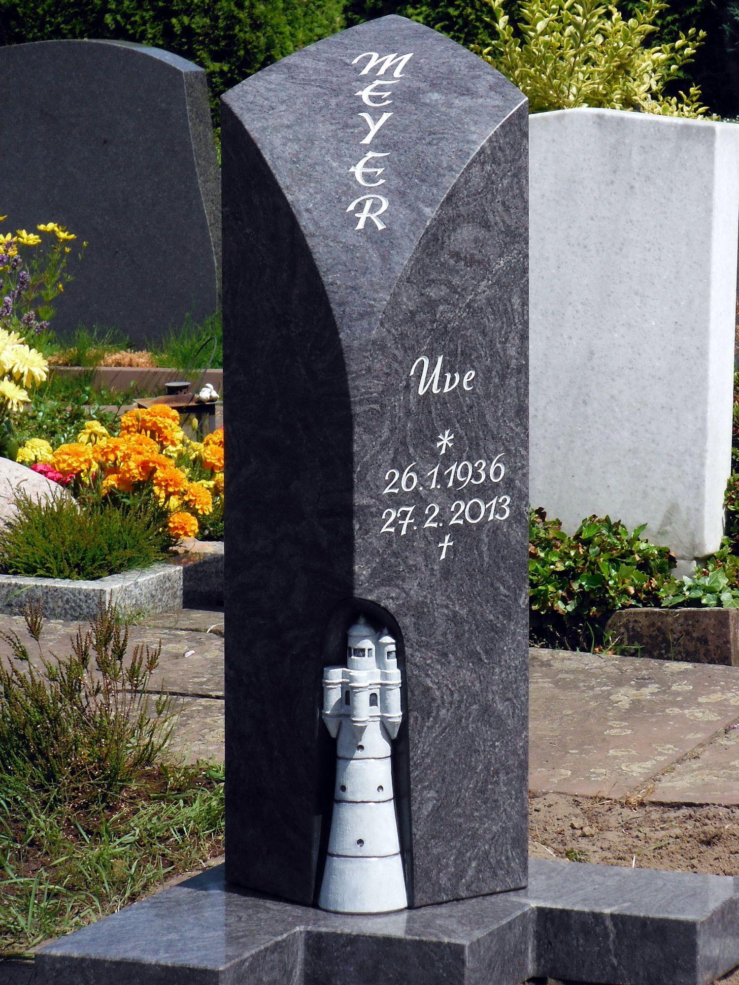 stele f r eine urnengrabanlage mit freigearbeitetem leuchtturm naturstein grabmal. Black Bedroom Furniture Sets. Home Design Ideas