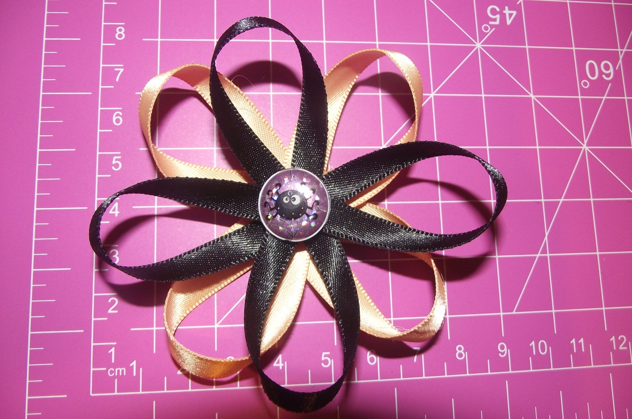 Halloween spider clip~ $3    I can  ship and accept EMT! :)     #Littletreasures