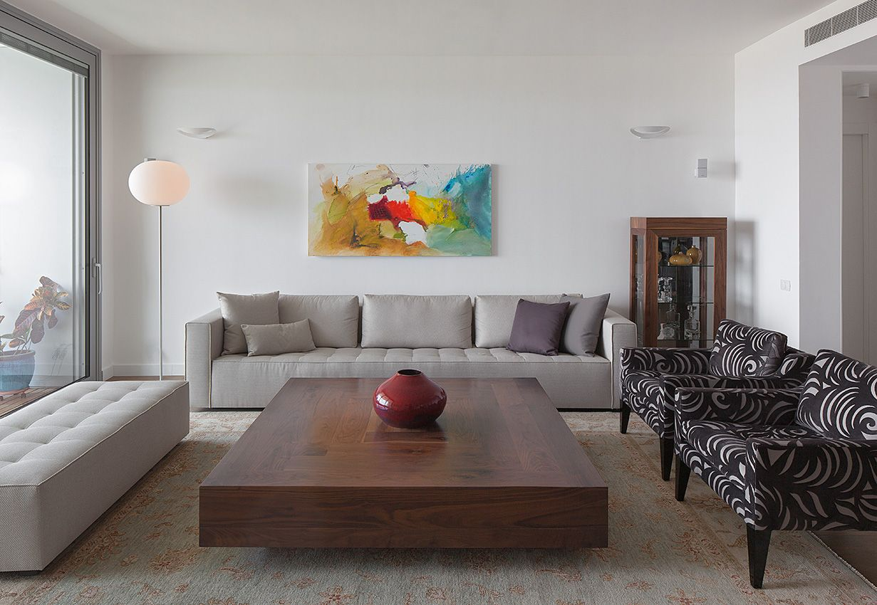 Modern and cozy living room with light grey sofa and bench ...