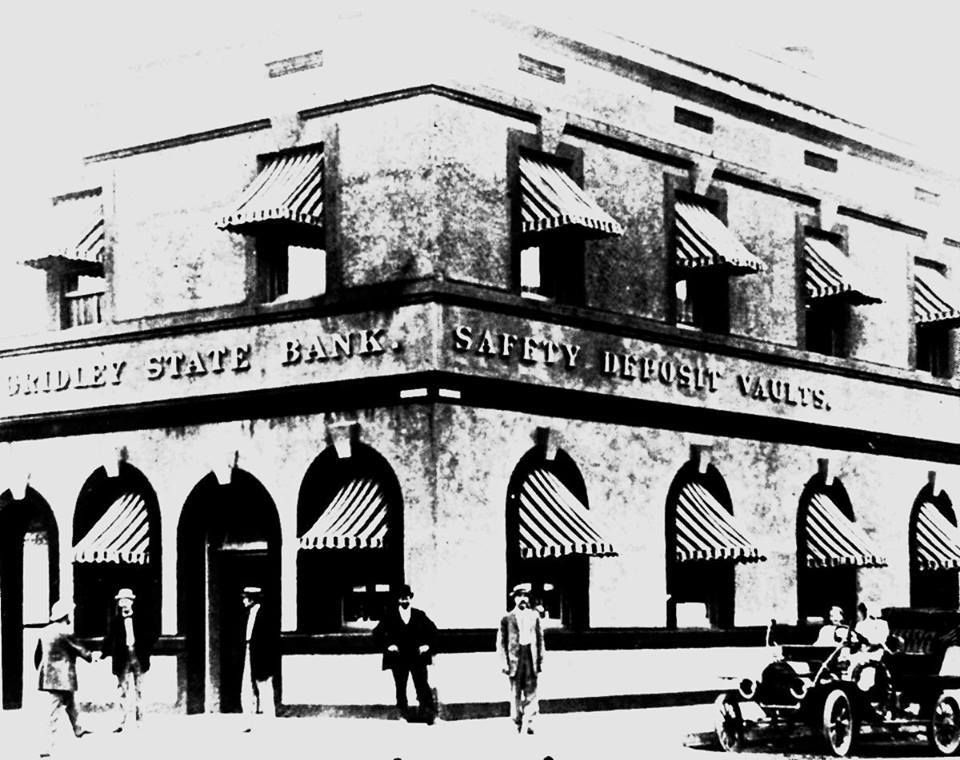 Gridley State Bank, Gridley, California early 1900's.