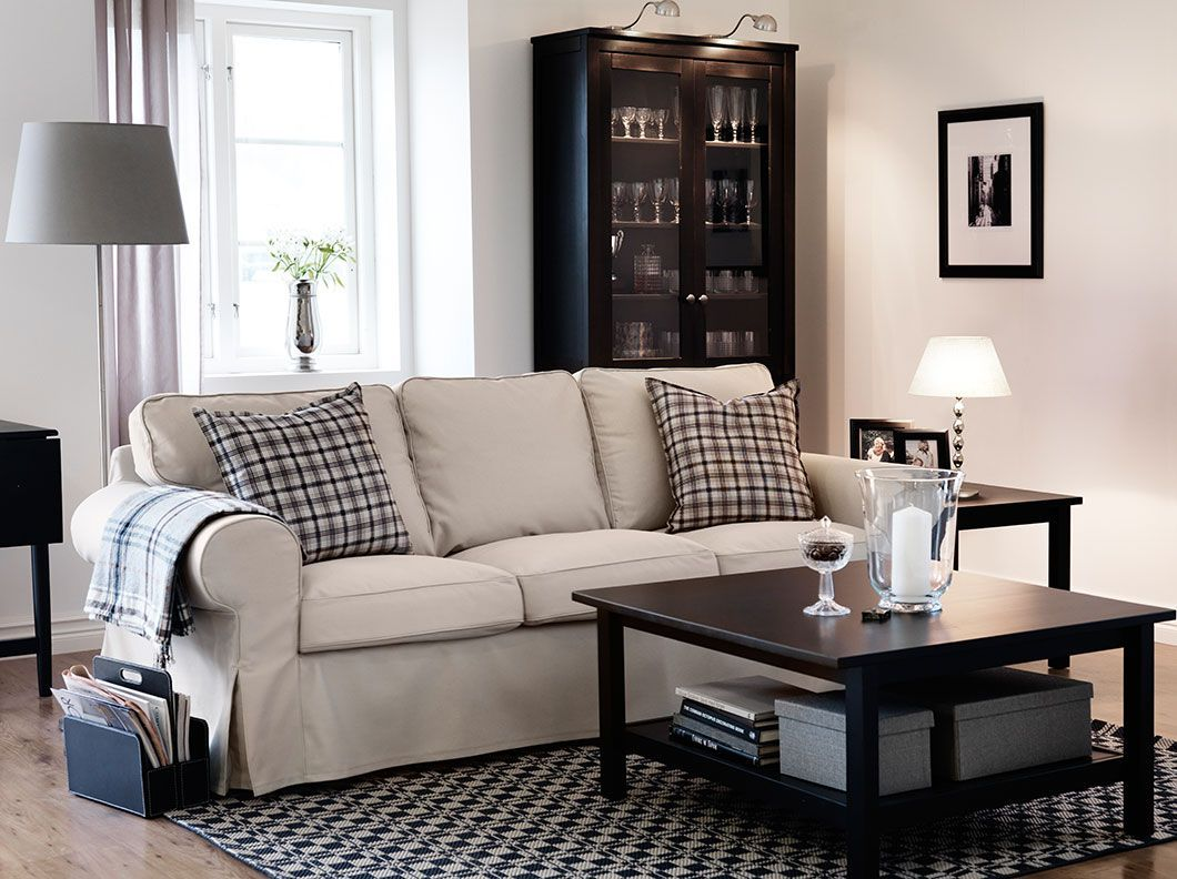 Ein Wohnzimmer Mit Ektorp 3er Sofa Mit Bezug Tygelsjo In Beige Hemnes Beistelltisch Hemnes Wohnzimmer Innerelbowtattoo Garteni Ikea Living Room Tables Ikea Living Room Living Room Inspiration