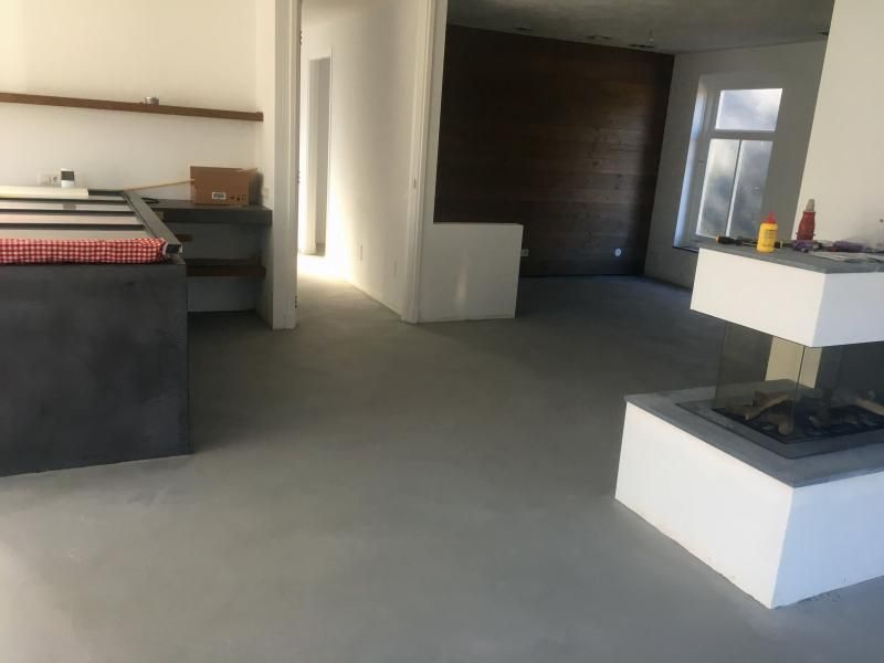 Industriele betonnen vloer design betonlook keuken haard