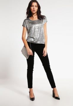 38a50288f79a2c ONLY - ONLPLEARL - T-shirt z nadrukiem - silver | Styl | Topy ...