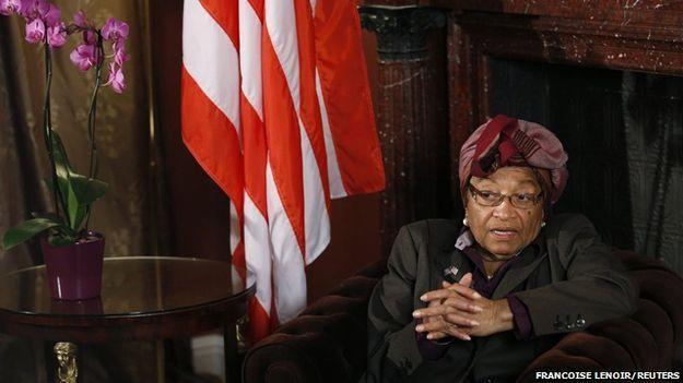 O pequeno grupo das mulheres que lideram países - BBC Brasil Libéria: Em 2005, Sirleaf, de 76 anos, se tornou a primeira chefe de Estado eleita de um país africano, após o fim da guerra civil de 14 anos na Libéria. Em 2011, ela ganhou o prêmio Nobel da Paz e foi reeleita presidente. Nos anos 1980, Sirleaf foi presa por criticar o regime militar no país. Anos depois, em 1997, após ser derrotada nas eleições presidenciais por Charles Taylor, ela foi acusada de traição e exilada.