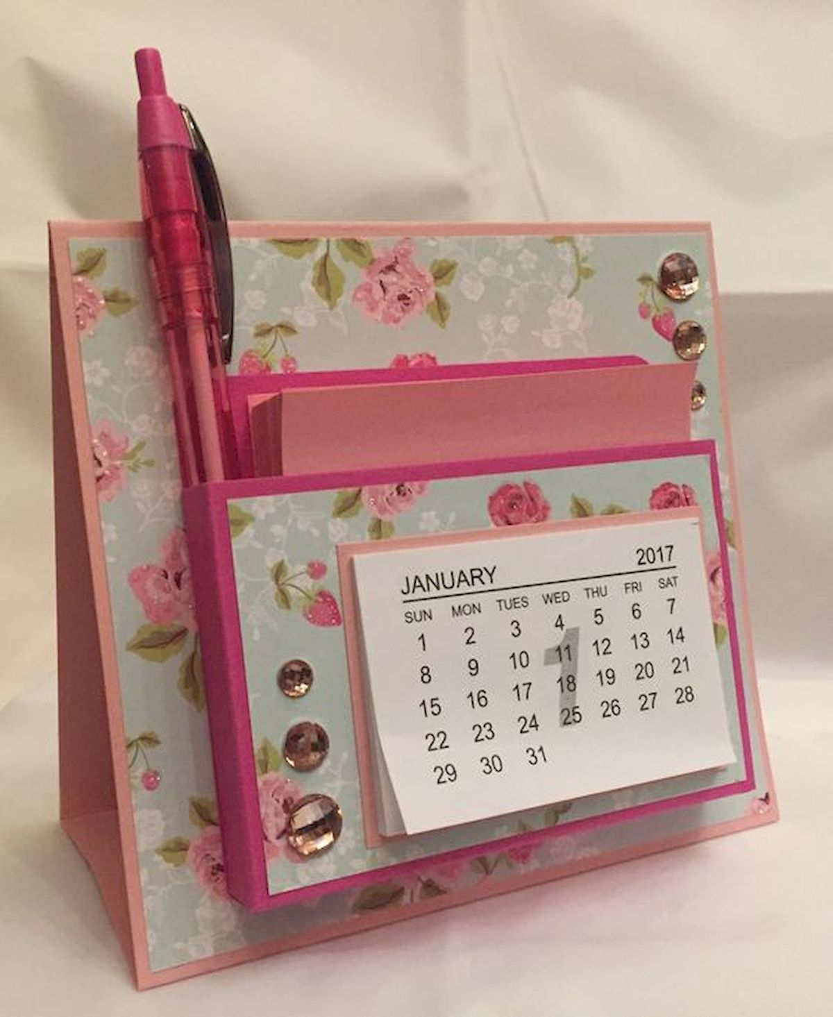 35 Gorgeous Diy Desk Calendar Ideas 1 In 2020 Diy Calendar