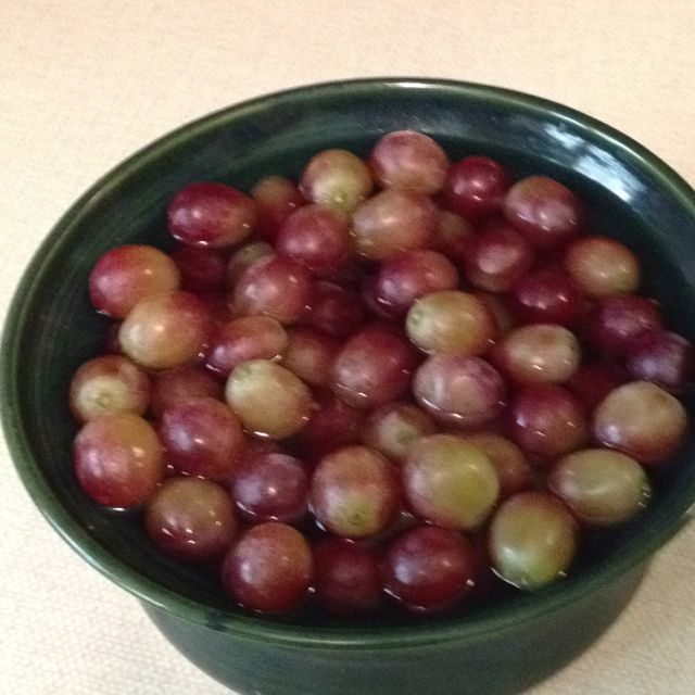 Keep Grapes Fresh Longer Remove Them From The Bunch Cover Loose Grapes With Cold Water Store In The Fridge Fresh Food Healthy Snacks How To Store Grapes