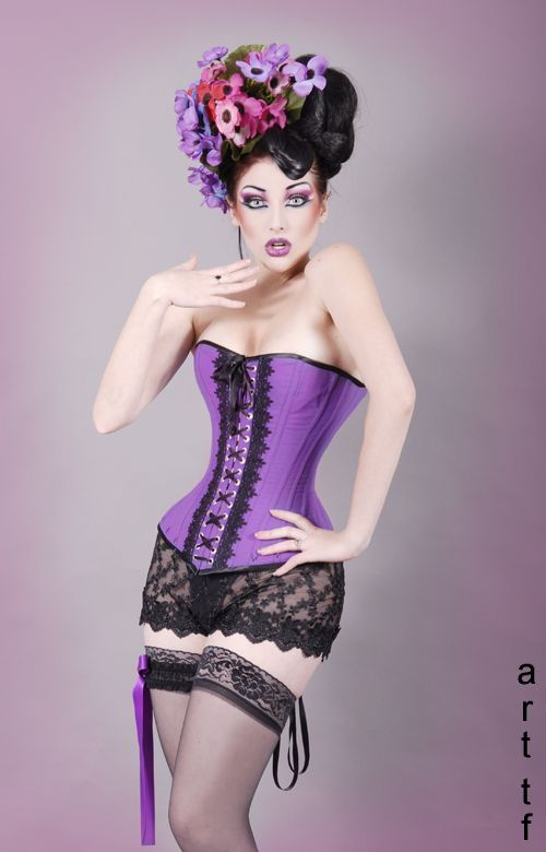 697d412bbd Corset by Serinde Corsets. Model is Comtesse Lea.