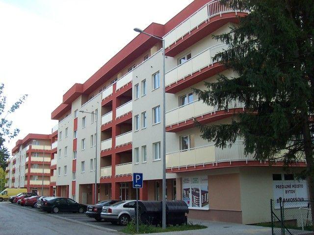 Nová Banská Bystrica 7, Obytné centrum Bakossova ulica