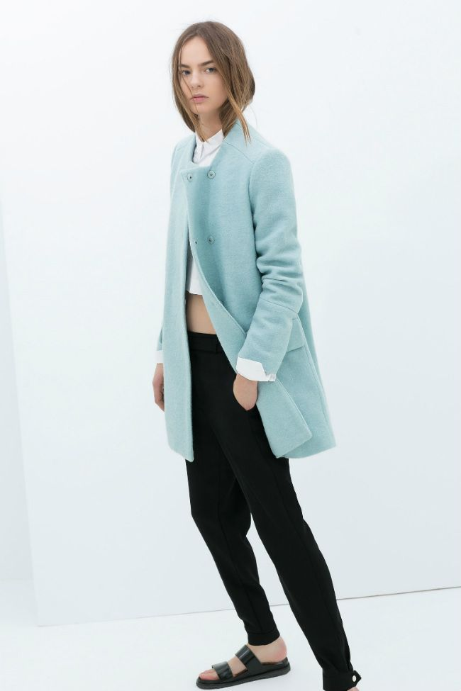 El azul pastel tendencia en el catálogo de Zara mujer