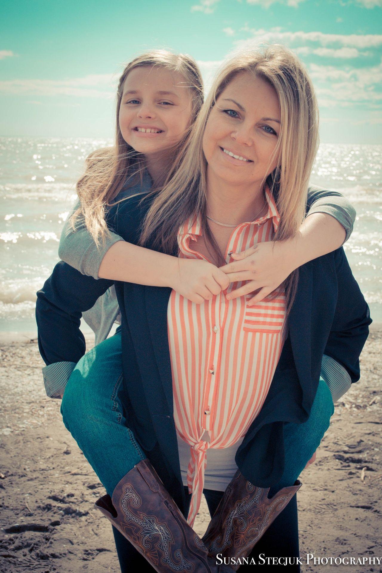 mother daughter photography pose | Susana Stecjuk