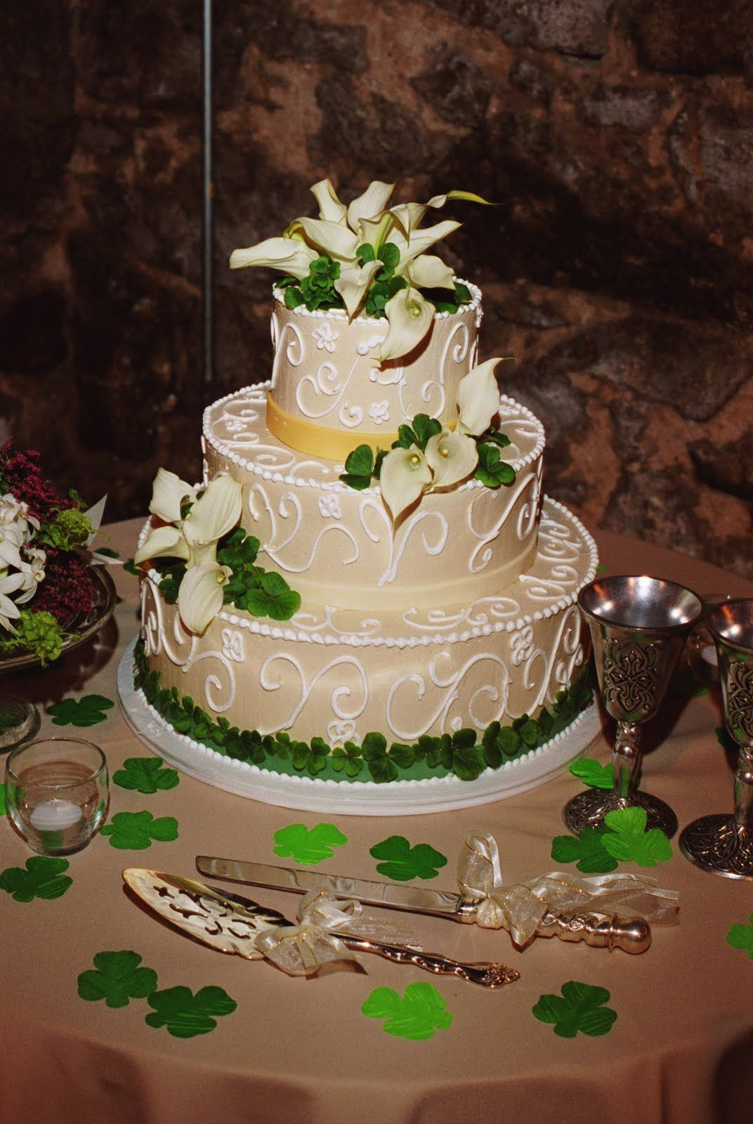 Four Leaf Clover Cake Use Purple Flowers Instead Of The
