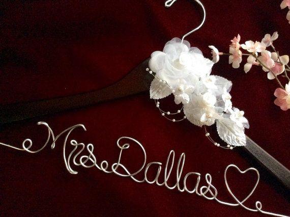 Personalized wedding hanger, Bride hanger, wedding dress hanger, heart wedding hanger