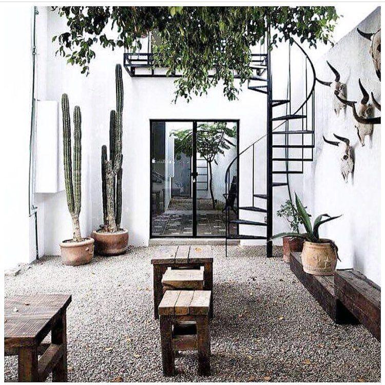Vedi la foto di instagram di nicolettareggio piace a for Decorazioni esterne giardino
