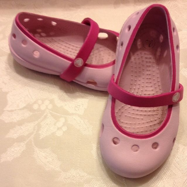 f2d2619eeba5 Toddler Girls Pink Crocs Size 7 Mary Jane Sandals Rubber Summer Water Shoes   Crocs  Sandals