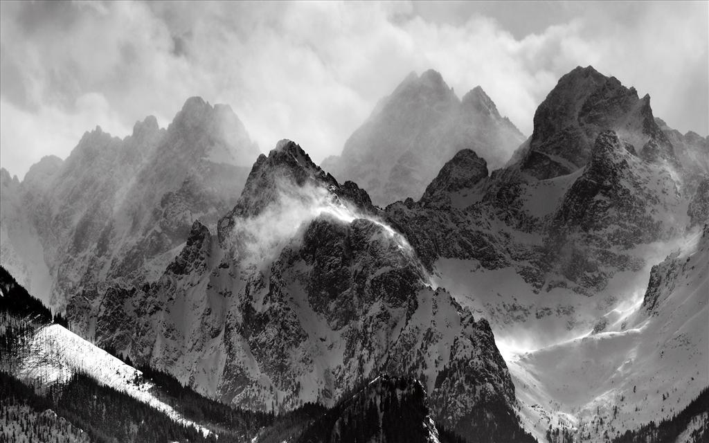 Fond D Ecran Montagnes Dans La Brume Paysage Noir Et Blanc Image Montagne Fond Ecran Montagne