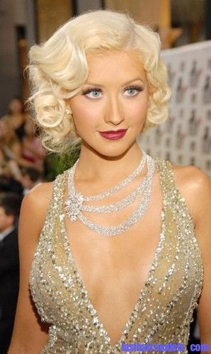 Christina Aguilera all Doll up in The Monroe Curls a ...