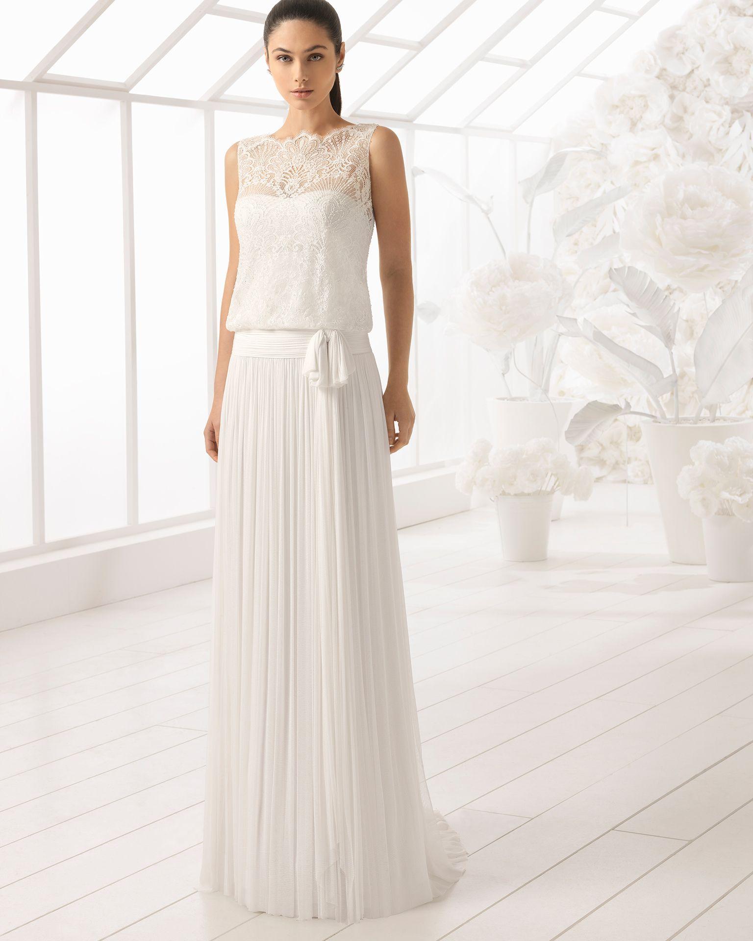 155e6942cf53d Vestido de novia estilo boho en muselina de seda y encaje pedrería. Colección  2018 Rosa Clará Soft.