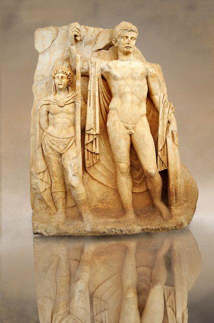 Roman Releif Sculpture Of Emperor Tiberius With Captive About To Vanquish Britanica From Aphrodisias Turkey Geschiedenis Beeldhouwwerk Rome