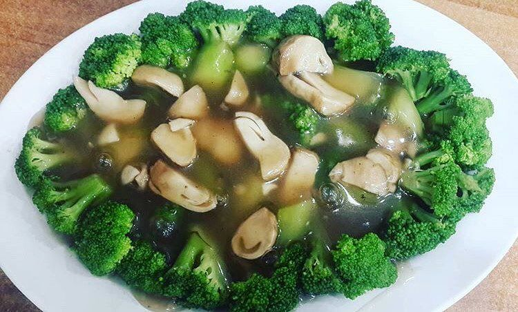 Brokoli segar dan sehat ala waroenkkito  Pesan dan hubungi free delivery 0878 8667 3072 WA tersedia Jam Buka  10002200 Senin  Minggu Menerima pesanan untuk berbagai acara...