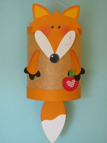 Diese hübsche Fuchs-Laterne verzaubert alle Kinder. Weitere schöne Inspirationen für Sankt Martin und andere Events mit Kindern findet Ihr auf blog.balloonas.com #sanktmartinbasteln