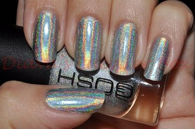 Beauty News Holographic Nails New Trend