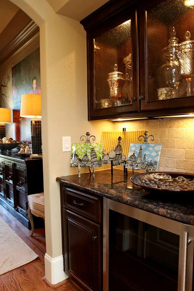 Black adds elegance | Liquor cabinet, Home decor, Decor