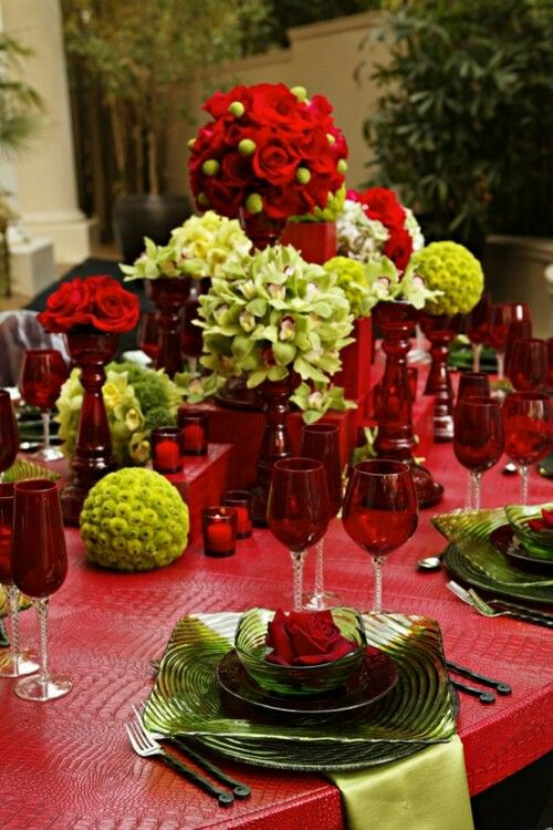 Red And Orchid Green Christmas Table Settings Christmas Centerpieces Christmas Table Decorations