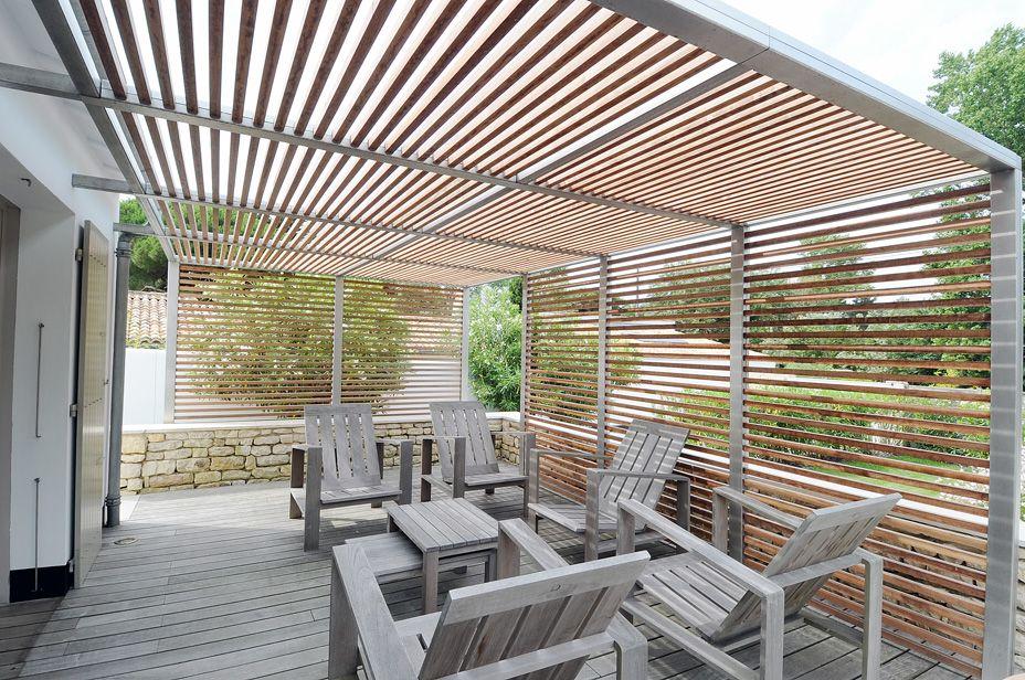 La société metalys à la rochelle conçoit aussi des projets de déco extérieur pour le jardin et terrasse voici une pergola en inox avec habillage bois