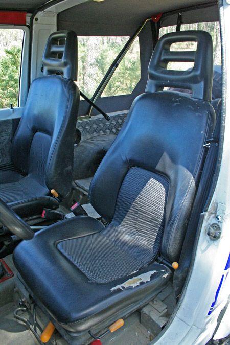 para el confort los asientos de serie han dado paso a unos modelos de asiento de suspensi n de. Black Bedroom Furniture Sets. Home Design Ideas
