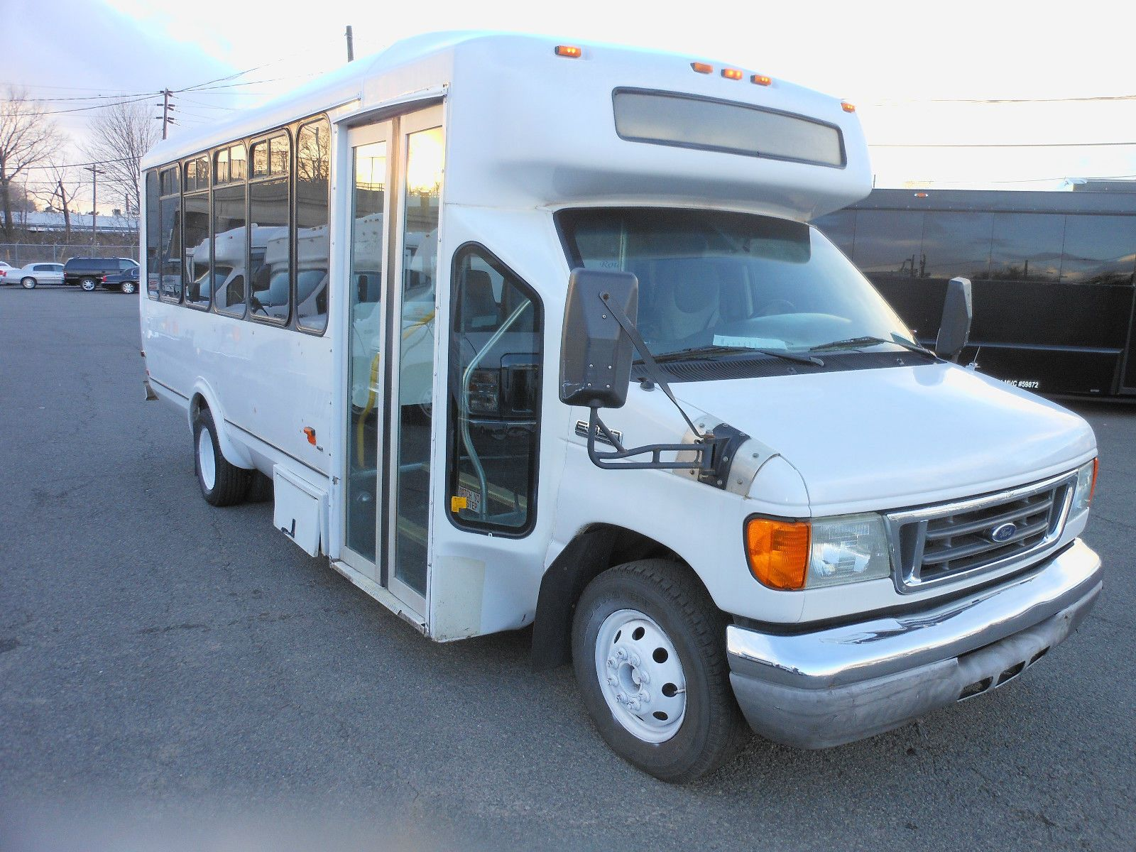 3869ab973b9b32 2006 FORD E450 SUPER DUTY Diesel 6.0L Mini-Bus 21 PASSENGER WITH 431K  Miles. This Vehicle will give many more miles of reliable service.