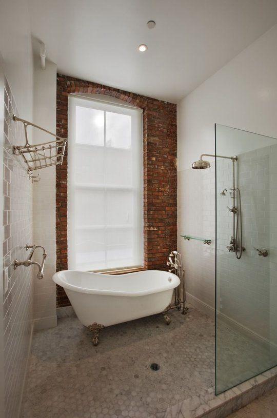 Badezimmer mit freistehender Badewanne in der Dusche | Bad ...